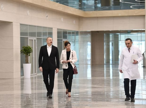 İlham Əliyev və Mehriban Əliyeva Bakıda tibb müəssisəsinin açılışında