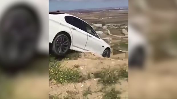 Bakıda BMW-ni qəsdən dərəyə aşıran şəxs tutuldu – VİDEO