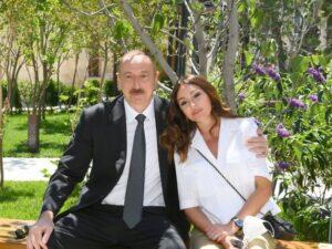 İlham Əliyev və Mehriban Əliyeva İçərişəhərdə – Fotolar