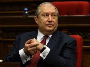 Ermənistan Prezidentinin oğlu həmcinsi ilə evləndi – Fotolar