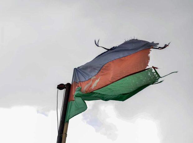 İcra Hakimiyyətindən Azərbaycan bayrağına qarşı hörmətsizlik
