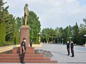 Hikmət Şikarov ulu öndər Heydər Əliyevin abidəsini ziyarət edib