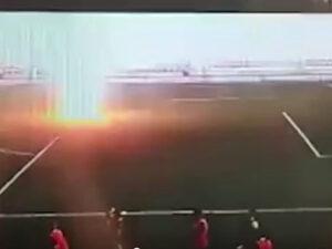Futbolçunu ildırım vurdu – Video