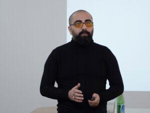 """""""Yaşamağı bacarmaq üçün səhvlərimizə sığınmalıyıq"""" – Rövşən Nəcəfovla MÜSAHİBƏ"""