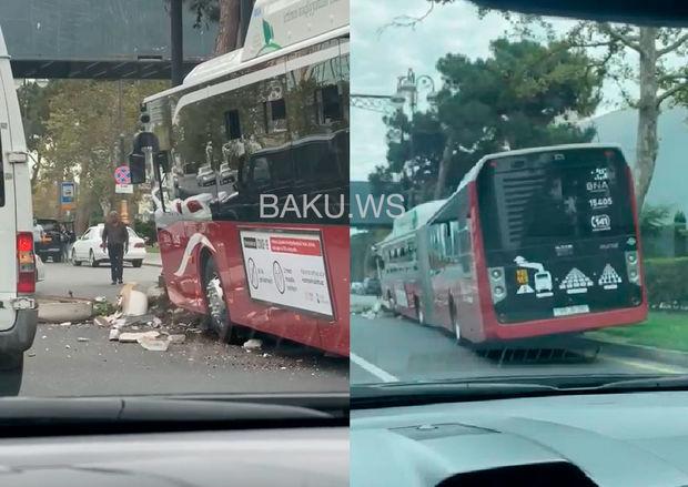 "18 metrlik ""BakuBus"" avtobusu qəzaya uğradı"