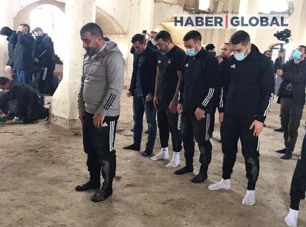 """""""Qarabağ"""" futbol klubunun üzvləri Ağdamın Cümə məscidində namaz qılıb – FOTO"""