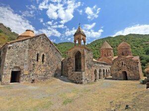 """Nazir müavini: """"Ermənilər Kəlbəcərdə tarixi monastırı saxtalaşdırdı, indi isə…"""