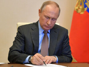 Putin bir gündə beş naziri istefaya göndərdi