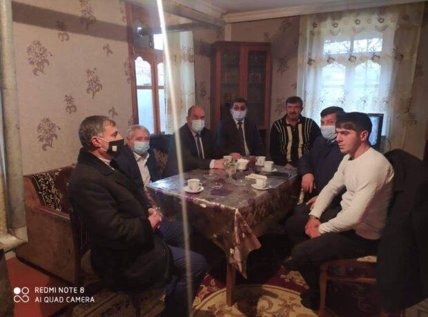 Deputatın köməkçisi qazini evində ziyarət etdi