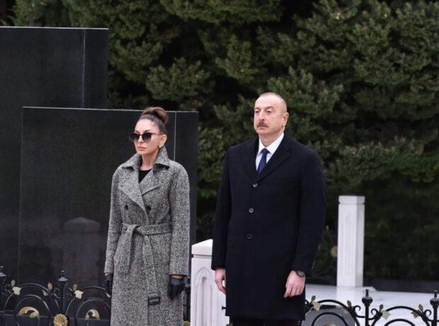 İlham Əliyev və Mehriban Əliyeva ümummilli lider Heydər Əliyevin məzarını ziyarət ediblər