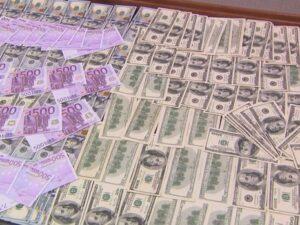 Azərbaycanda bankların dollara tələbi yenə yüksək olub