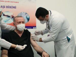 Ərdoğan koronavirus əleyhinə peyvənd olunub