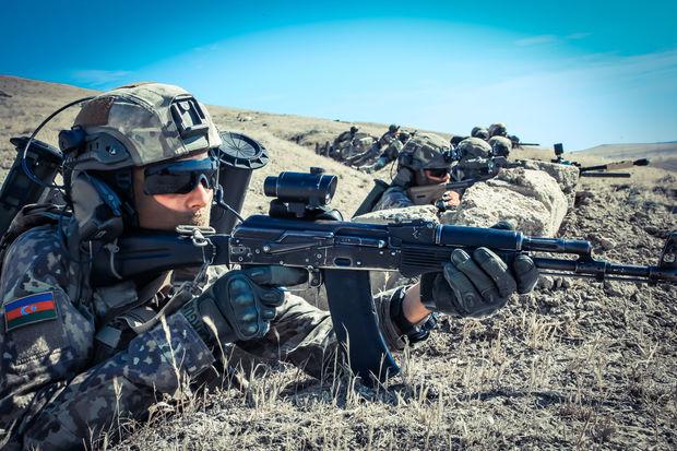 Azərbaycan ordusu 10 min nəfərlə təlimlərə başladı