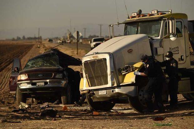İki avtomobilin toqquşması nəticəsində 13 nəfər yerindəcə həlak oldu – VİDEO