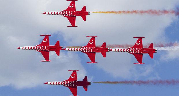"""Türk ulduzları""""nın təyyarəsi qəzaya düşdü: Pilot həlak oldu – FOTO"""