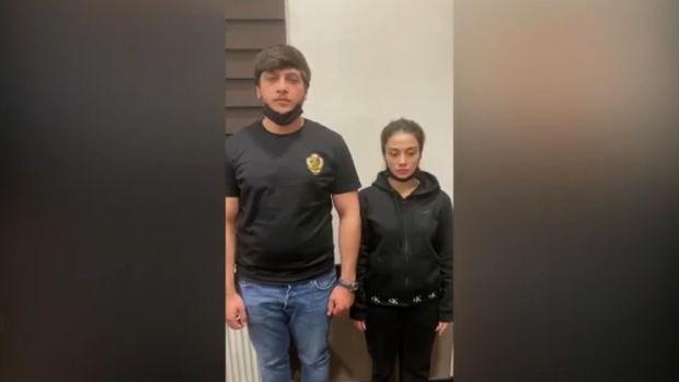 Bakıdakı marketdə məhsulları yararsız hala salan qız və oğlan saxlanıldı – VİDEO