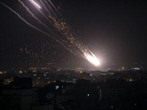 Qəzza zolağından İsrailə 200-dən çox raket atılıb