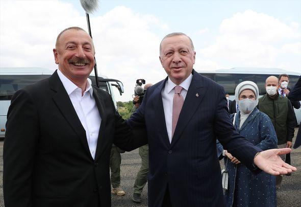 İlham Əliyev Rəcəb Tayyib Ərdoğanı Füzuli rayonunda qarşılayıb – FOTO