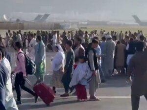 ABŞ hərbçiləri Kabil aeroportuna daxil olmağa çalışan insanlara atəş açıb