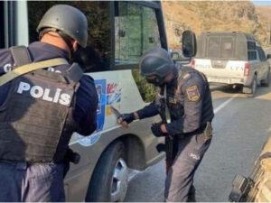 """Qondarma rejimin """"bayrağ""""ını silən polis kimdir? – FOTO/VİDEO"""
