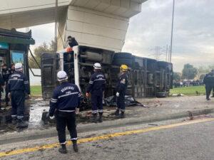 Bakıda yük maşını avtobusa çırpıldı: Beş ölü, çox sayda yaralı var